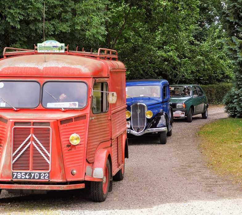 1 août 2020 : passage de véhicules anciens - Saint Martin des Prés dsc0412